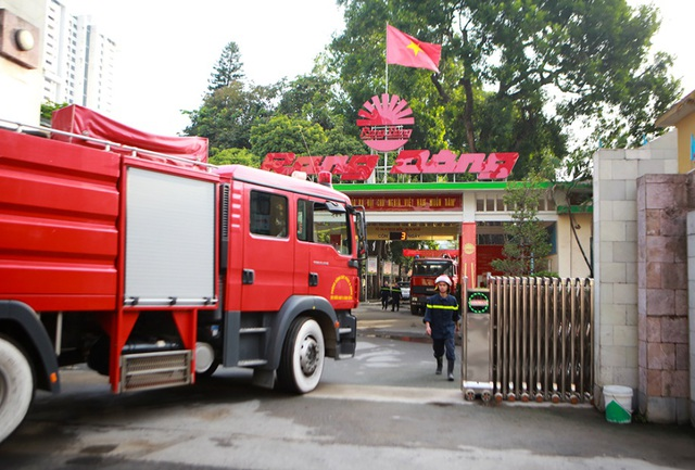 Cảnh đổ nát sau vụ cháy nhà máy bóng đèn Rạng Đông - 10