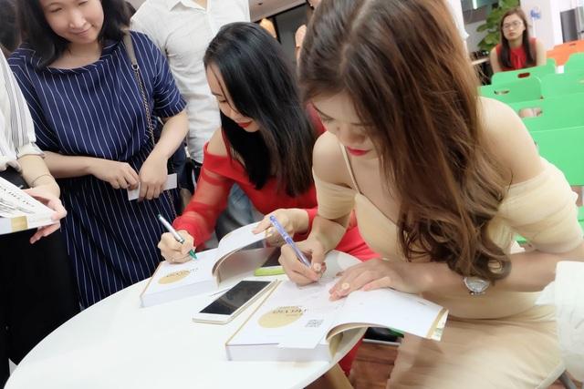 Cuộc trò chuyện truyền cảm hứng tại buổi ra mắt sách Rạng danh tài trí Việt năm châu - 6