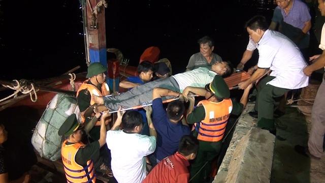 Hai tàu cá cùng 31 ngư dân gặp nạn khi đi tránh bão số 4 - 3
