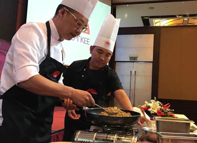 Vua đầu bếp Chan KwokKeungkhen nức nở món ăn Việt - 1