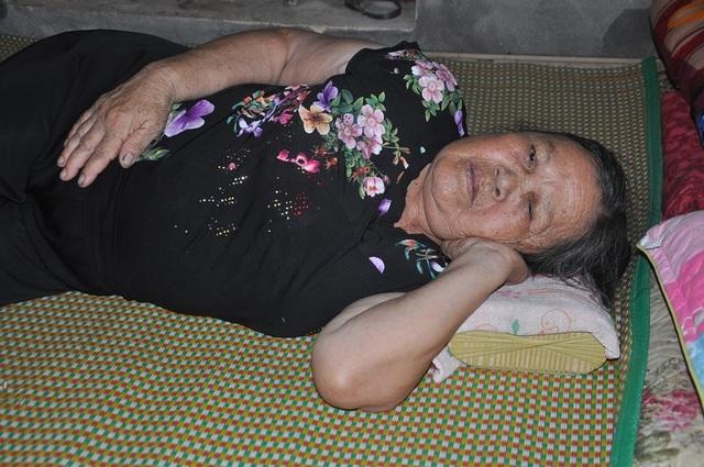 Ông bệnh tim chăm bà bị ung thư xúc động nhận số tiền gần 85 triệu đồng của bạn đọc giúp đỡ - 2