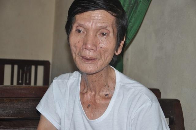 Ông bệnh tim chăm bà bị ung thư xúc động nhận số tiền gần 85 triệu đồng của bạn đọc giúp đỡ - 3