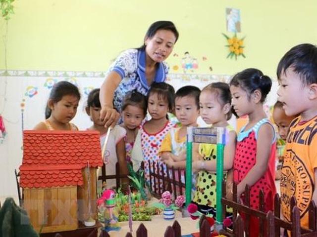 Vì sao Hà Tĩnh vẫn phải duy trì hàng trăm giáo viên mầm non dạng hợp đồng? - 1