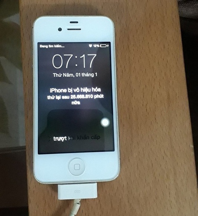 Bi hài chiếc iPhone bị khóa máy gần... 50 năm tại Hà Nội - 1
