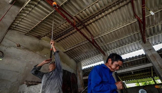 Nam Định: Phập phù nghề thổi thuỷ tinh Xối Chì - 1