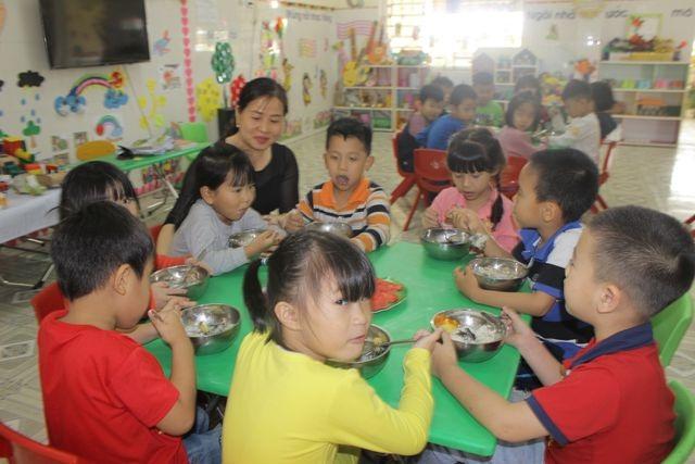 Hà Tĩnh: Hơn 12.000 trẻ mầm non chưa được đến trường do thiếu giáo viên - 1