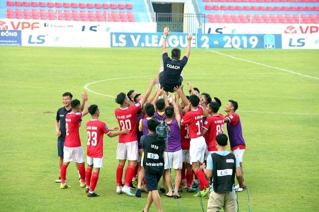 CLB Hồng Lĩnh Hà Tĩnh chính thức thăng hạng V-League 2020 - 1
