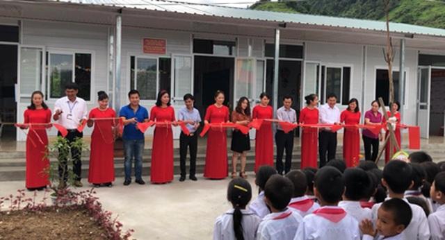 Hà Giang: Hàng trăm em học sinh vui mừng đón nhận lớp học mới trước ngày khai giảng - 1