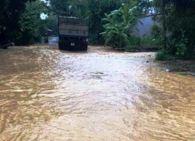 Thanh Hóa nhiều nơi ngập lụt, có chỗ nước lũ dâng cao cả mét - 5