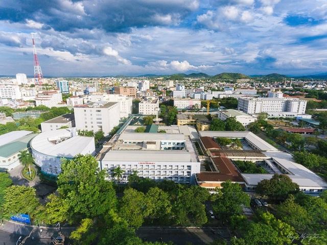 Bệnh viện Trung ương Huế đón nhận Huân chương Lao động hạng Nhất trong kỷ niệm 125 năm - 3