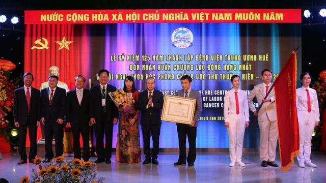 Bệnh viện Trung ương Huế đón nhận Huân chương Lao động hạng Nhất trong kỷ niệm 125 năm - 8
