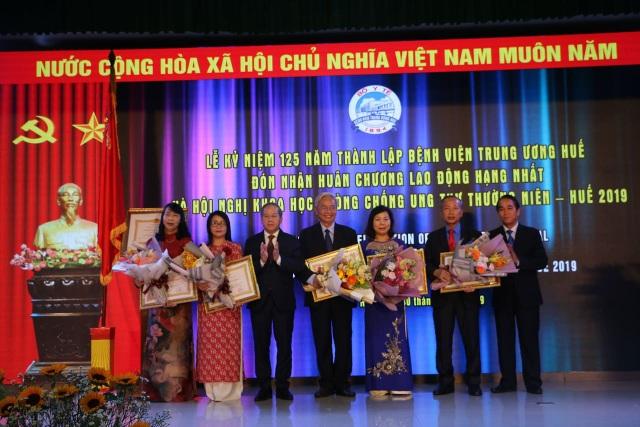 Bệnh viện Trung ương Huế đón nhận Huân chương Lao động hạng Nhất trong kỷ niệm 125 năm - 5