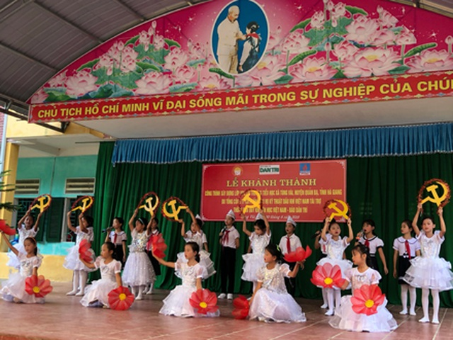 Hà Giang: Hàng trăm em học sinh vui mừng đón nhận lớp học mới trước ngày khai giảng - 6
