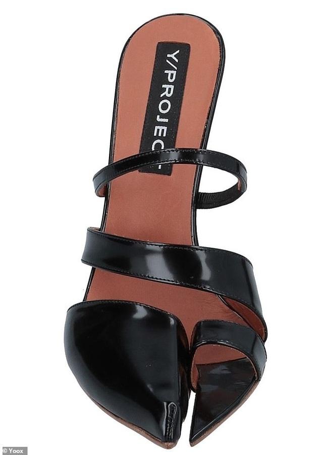 Lạ lẫm mẫu giày khoe ngón chân cái đang gây sốt trong giới thời trang - Ảnh minh hoạ 5