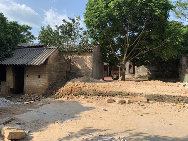 Ngôi nhà sắp sập của cậu bé mồ côi với ông bà ngoại được bạn đọc Dân trí giúp đỡ xây mới - 3
