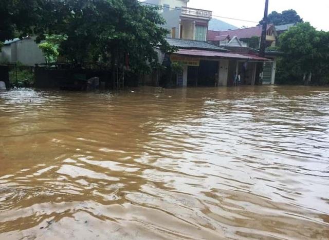 Thanh Hóa nhiều nơi ngập lụt, có chỗ nước lũ dâng cao cả mét - 7