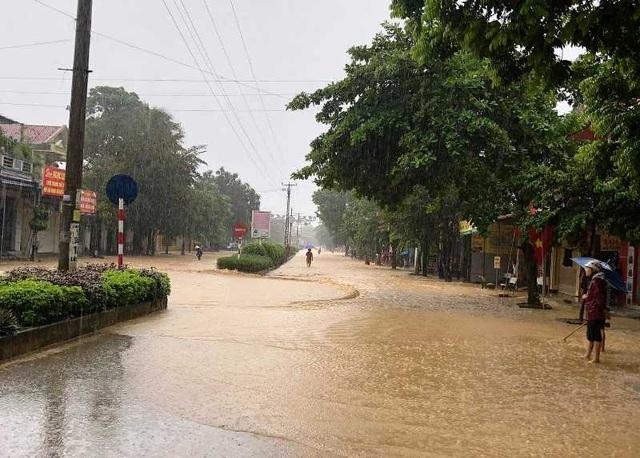 Thanh Hóa nhiều nơi ngập lụt, có chỗ nước lũ dâng cao cả mét - 1
