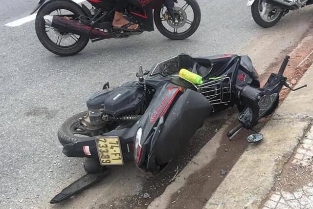 Con dâu chở mẹ chồng bằng xe máy lao vào cột biển báo giao thông tử vong - 2