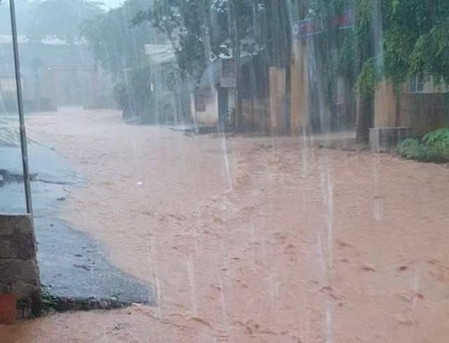 Thanh Hóa nhiều nơi ngập lụt, có chỗ nước lũ dâng cao cả mét - 10