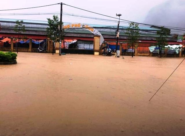 Thanh Hóa nhiều nơi ngập lụt, có chỗ nước lũ dâng cao cả mét - 4
