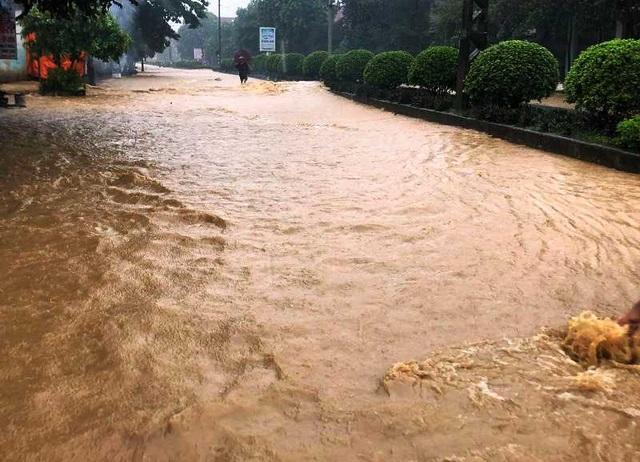 Thanh Hóa nhiều nơi ngập lụt, có chỗ nước lũ dâng cao cả mét - 2