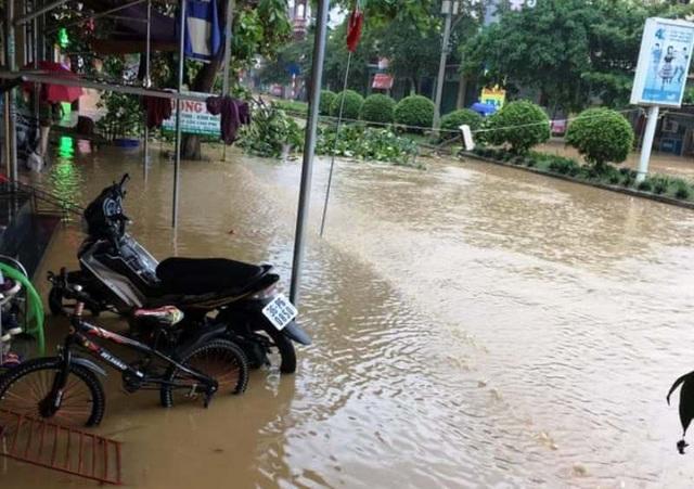 Thanh Hóa nhiều nơi ngập lụt, có chỗ nước lũ dâng cao cả mét - 6