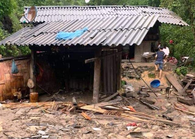Di dời khẩn cấp hàng chục hộ dân trước nguy cơ sạt lở đất sau bão số 4 - 2