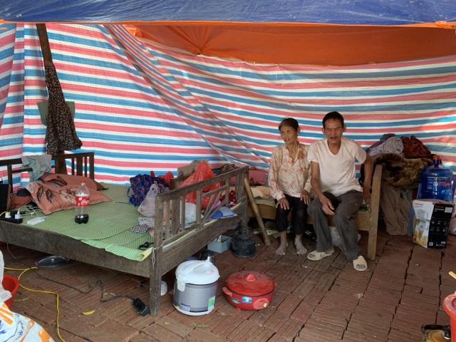 Ngôi nhà sắp sập của cậu bé mồ côi với ông bà ngoại được bạn đọc Dân trí giúp đỡ xây mới - 4