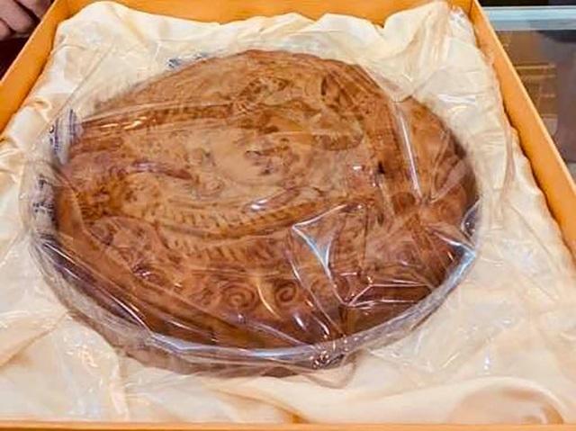 Bánh trung thu siêu to khổng lồ, nặng 4kg, cả nhà ăn không hết - 2