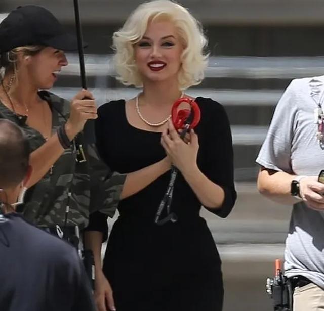 Bond girl Ana De Armas hóa thân thành Marilyn Monroe - 3