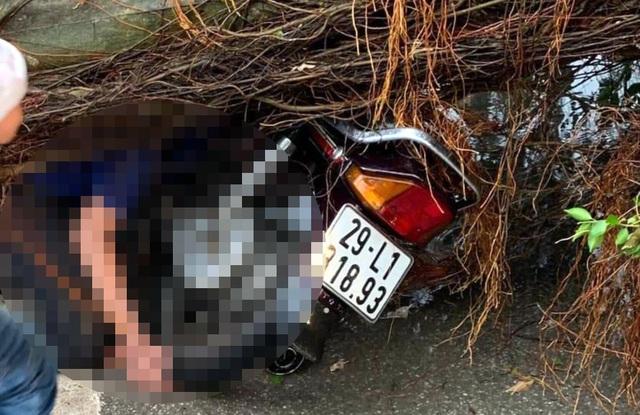 Hà Nội: Nam thanh niên bị cây đổ đè tử vong trên phố giữa trận giông lốc - 1