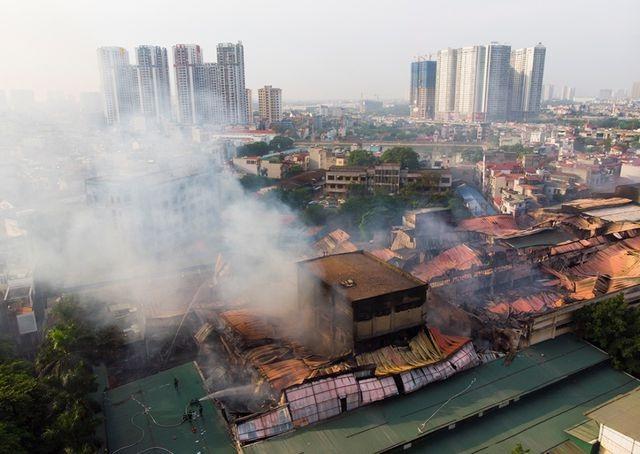 Vụ cháy Công ty Rạng Đông gây nguy cơ nhiễm độc như thế nào? - 1