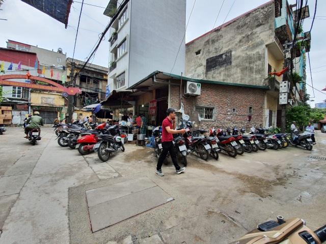 Mùi ô nhiễm nồng nặc, quán cháo lòng gần công ty Rạng Đông vẫn chật kín khách - 3