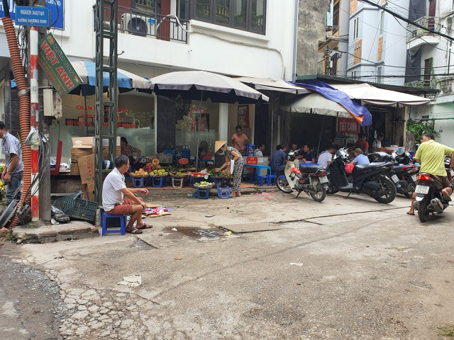 Mùi ô nhiễm nồng nặc, quán cháo lòng gần công ty Rạng Đông vẫn chật kín khách - 6