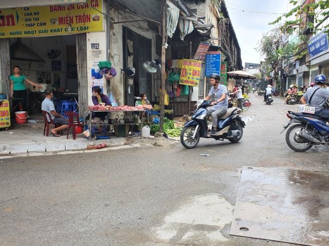Mùi ô nhiễm nồng nặc, quán cháo lòng gần công ty Rạng Đông vẫn chật kín khách - 5