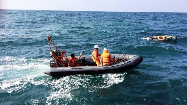 Cứu sống 10 thuyền viên bị chìm tàu trên biển trong bão số 4 - 2