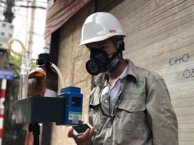 Hà Nội: Lấy mẫu không khí quanh khu vực vụ cháy Công ty Rạng Đông - 4