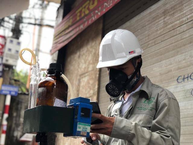 Hà Nội: Lấy mẫu không khí quanh khu vực vụ cháy Công ty Rạng Đông - 2