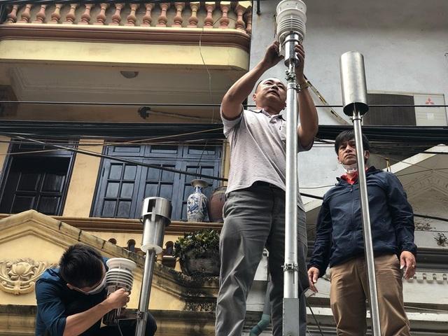 Hà Nội: Lấy mẫu không khí quanh khu vực vụ cháy Công ty Rạng Đông - 3