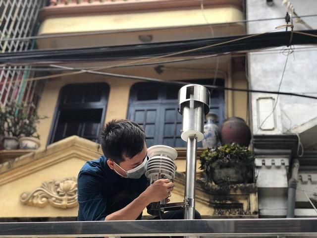 Hà Nội: Lấy mẫu không khí quanh khu vực vụ cháy Công ty Rạng Đông - 7