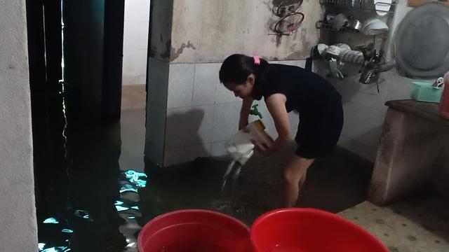 Dân thành phố khốn khổ vì... lội nước ngập - 12