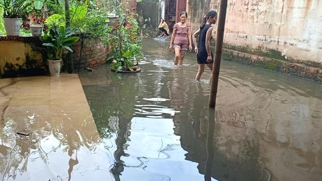 Dân thành phố khốn khổ vì... lội nước ngập - 14