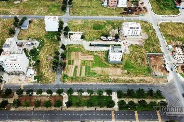 Chuyện lạ ở TP.HCM: Nơi giá đất 300 triệu đồng/m2, biệt thự xây dở không người ở - 2