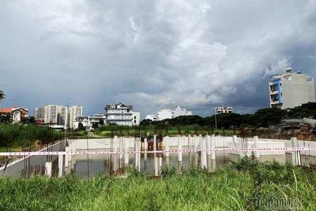 Chuyện lạ ở TP.HCM: Nơi giá đất 300 triệu đồng/m2, biệt thự xây dở không người ở - 5
