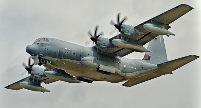 Sau tàu chiến, Mỹ đưa máy bay quân sự qua eo biển Đài Loan - 1