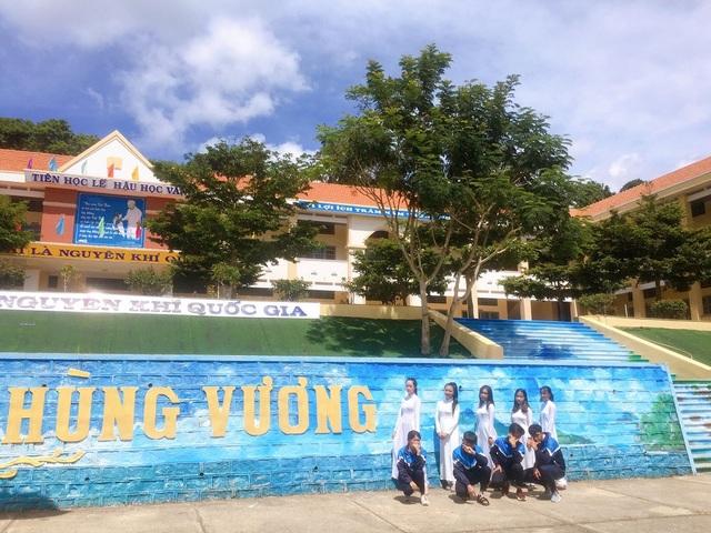 """Ngôi trường ở Lâm Đồng có cầu thang """"sống ảo"""" hút dân mạng - 3"""