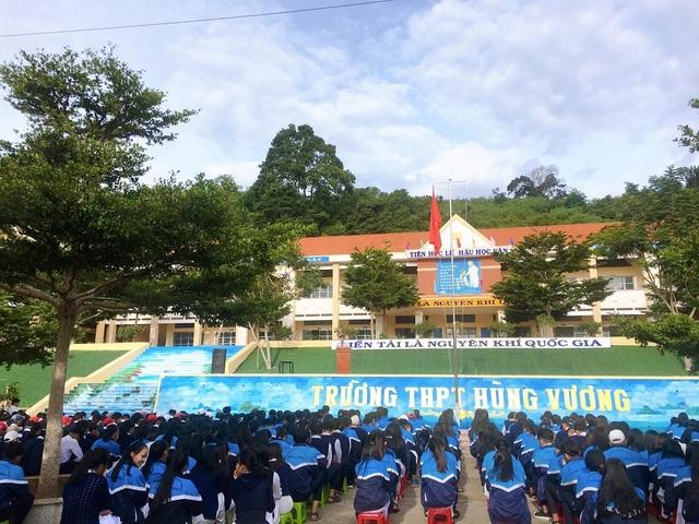 """Ngôi trường ở Lâm Đồng có cầu thang """"sống ảo"""" hút dân mạng - 4"""