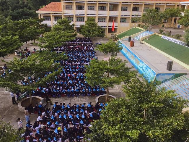 """Ngôi trường ở Lâm Đồng có cầu thang """"sống ảo"""" hút dân mạng - 7"""