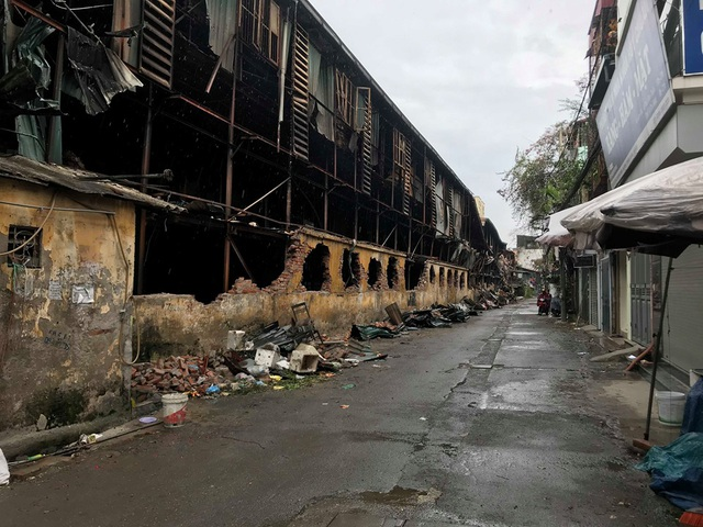 Hà Nội: Lấy mẫu không khí quanh khu vực vụ cháy Công ty Rạng Đông - 9