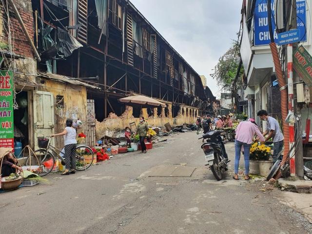 Vụ cháy Cty Rạng Đông, người dân đã phải đi chợ xa mua thực phẩm, nước sạch về dùng - 4